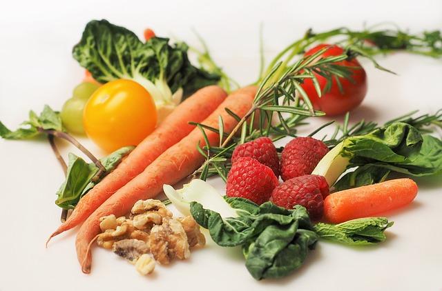 ořechy, zelenina a ovoce