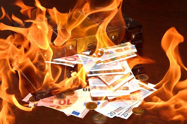 peníze v ohni.jpg