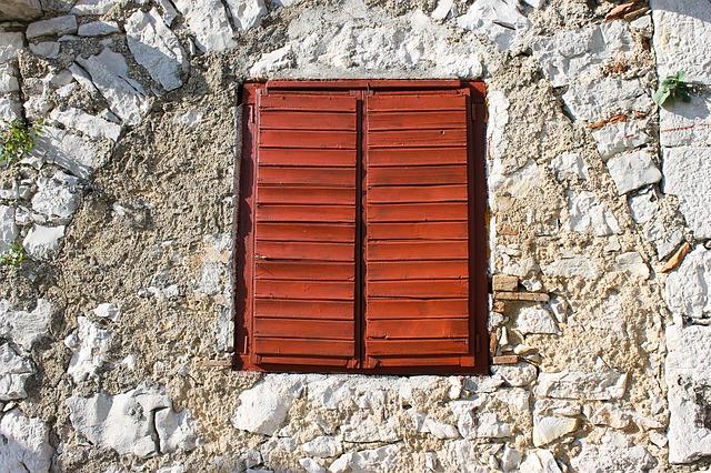 zavřené okno